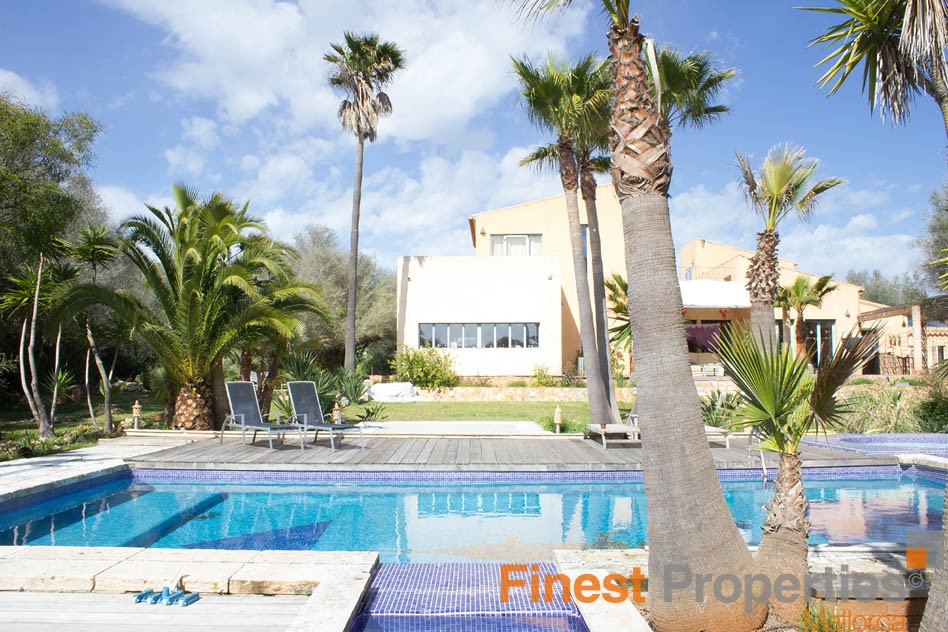 Finca with guest house and rental license for sale - Picture 0